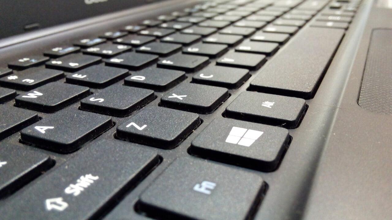 Eine Tastatur mit typischem Layout